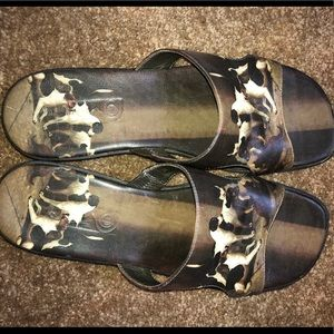 Icon with dog print leather sandals/mules
